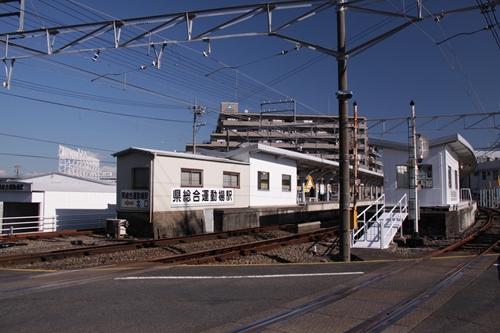 県総合運動場駅駅全景