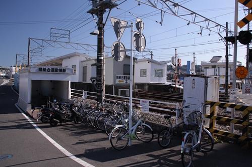 県総合運動場駅北口
