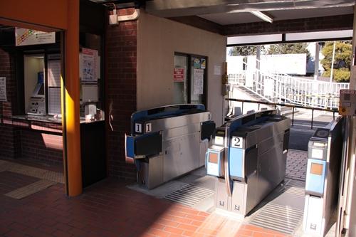 音羽町駅駅舎入口