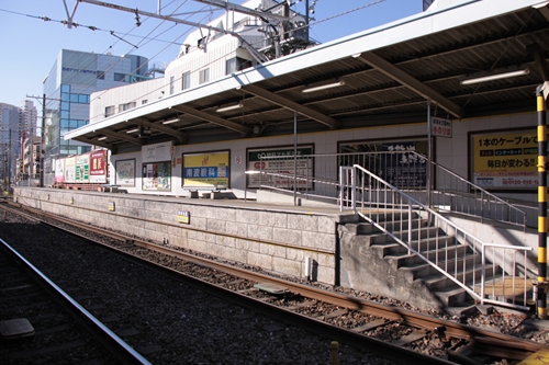 日吉町駅1番線ホーム全景