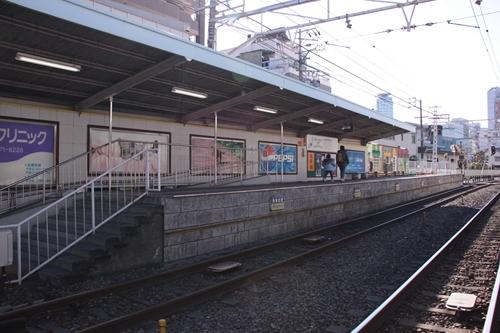 日吉町駅2番線ホーム全景