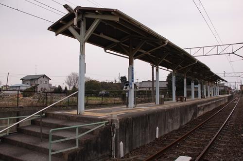 岩水寺駅ホーム全景