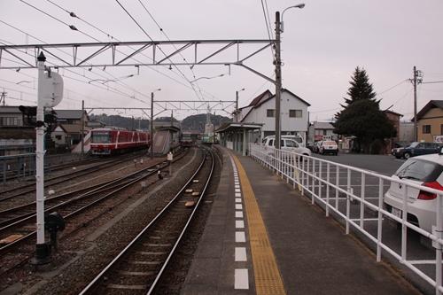 西鹿島駅1番線ホーム終点方面