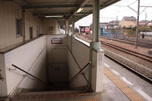 西鹿島駅地下道入口