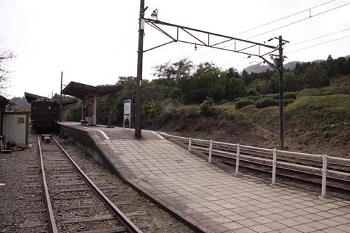 西藤原駅ホーム全景