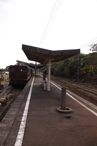 西藤原駅ホーム近鉄富田方面