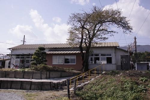 東藤原駅駅舎横手
