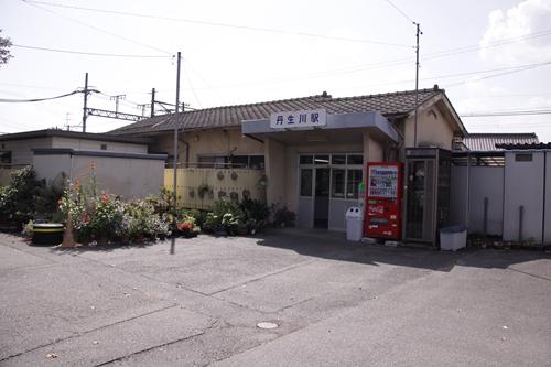 丹生川駅駅舎