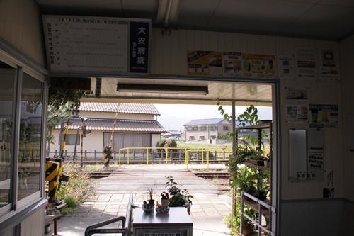 丹生川駅改札