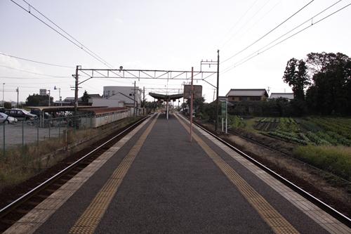 三里駅ホーム近鉄富田方面