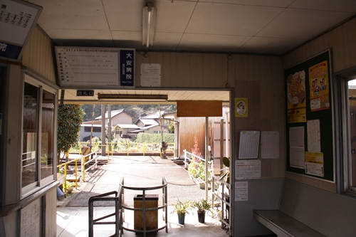 梅戸井駅改札口
