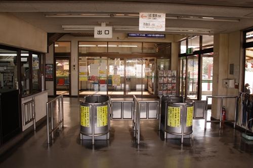 暁学園前駅ホーム改札口