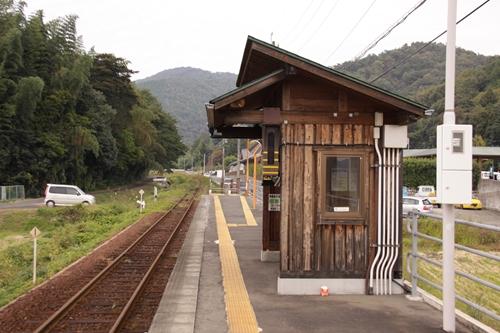 樽見鉄道織部駅待合所