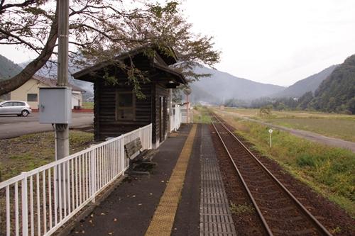 樽見鉄道高科駅ホーム根尾方面