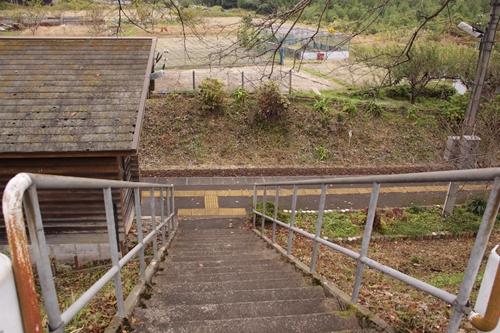樽見鉄道日当駅入口階段
