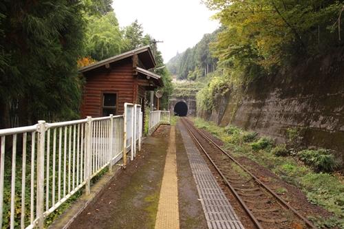 樽見鉄道高尾駅ホーム大垣方面