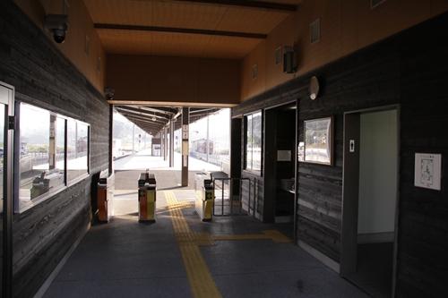 阿下喜駅駅舎内