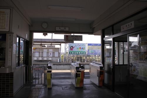 楚原駅駅舎改札口