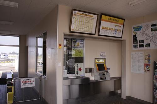 大泉駅駅舎内