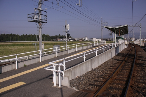大泉駅ホーム全景