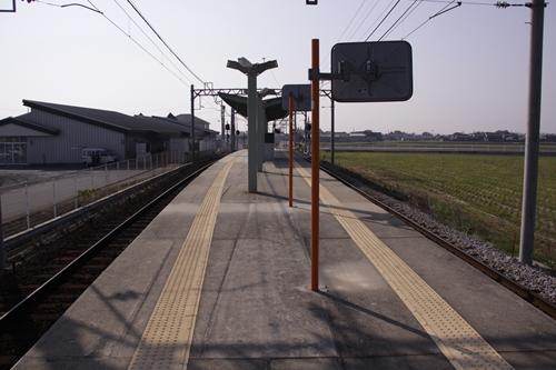 大泉駅ホーム西桑名方面