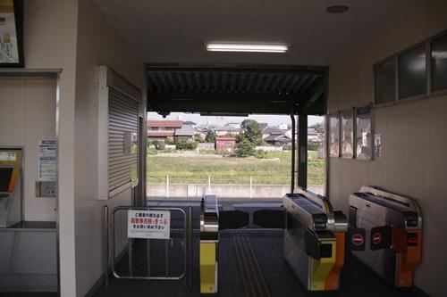 穴太駅改札口