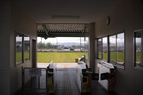 星川駅改札
