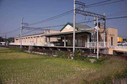星川駅ホーム全景