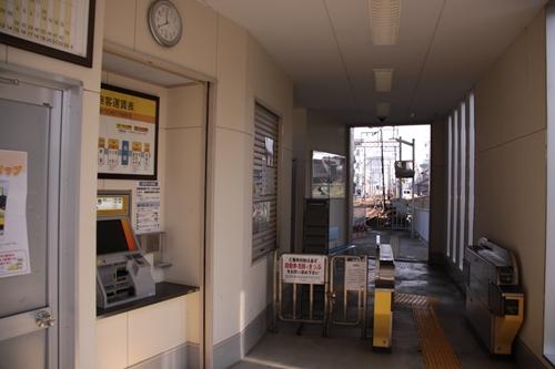 在良駅改札口