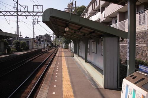 馬道駅西桑名方面ホーム待合所