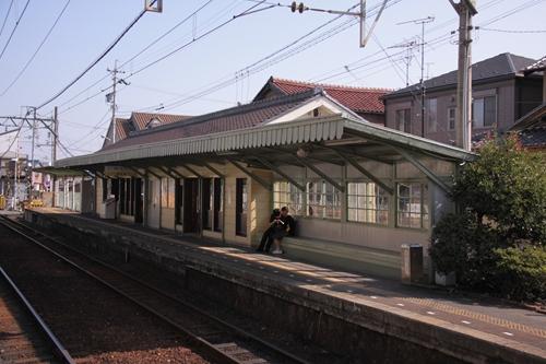 馬道駅西桑名方面ホーム駅舎
