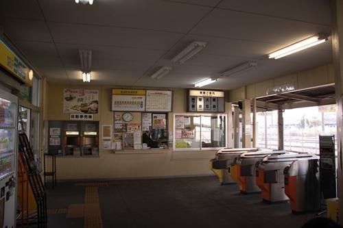 西桑名駅駅舎内