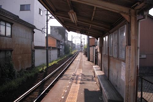 赤堀駅ホーム内部方面