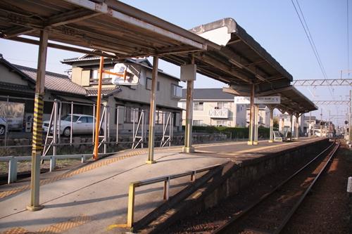泊駅ホーム全景