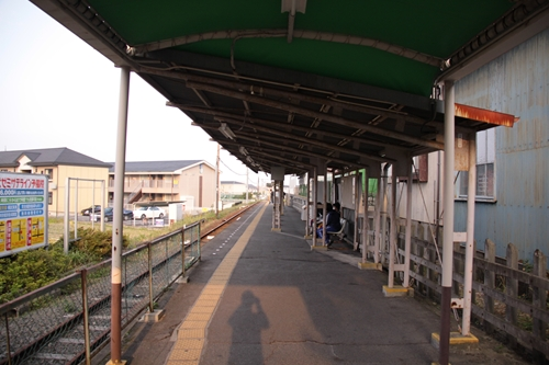西日野駅ホーム近鉄四日市方面