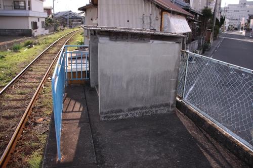 学門駅ホーム地蔵