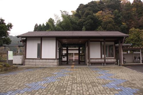 四所駅駅舎