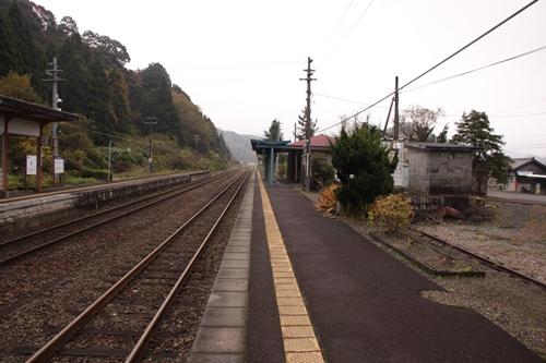 東雲駅1番線ホーム西舞鶴方面