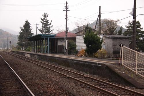 東雲駅一番線ホーム全景