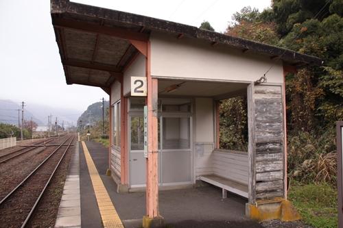 東雲駅二番線ホーム待合所
