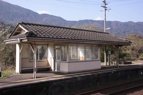 丹後由比駅2番線ホーム待合所その1