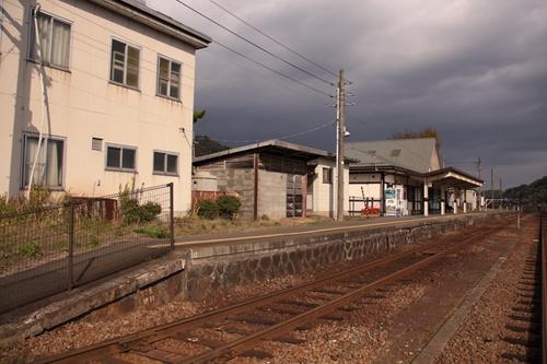 野田川駅1番線ホーム全景