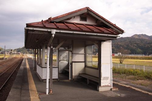 野田川駅2番線・3番線ホーム待合所