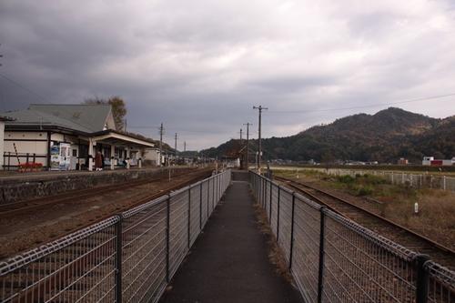 野田川駅2番線・3番線ホーム入口