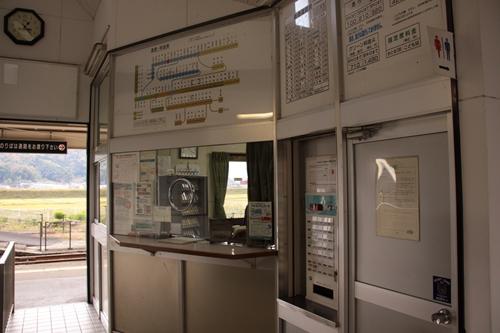 野田川駅改札口