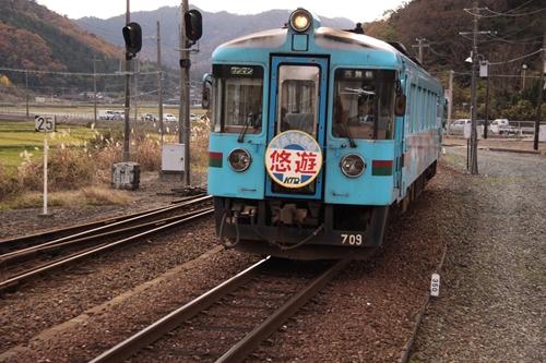 網野駅と気動車
