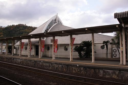 網野駅駅舎後ろ姿