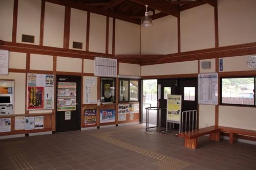 千曲駅駅舎内