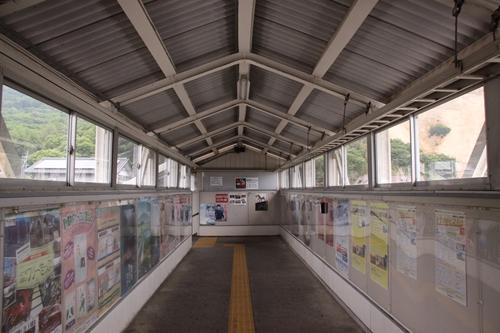 戸倉駅跨線橋内部