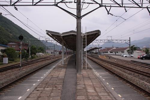 戸倉駅跨線橋2番線・3番線ホーム軽井沢方面